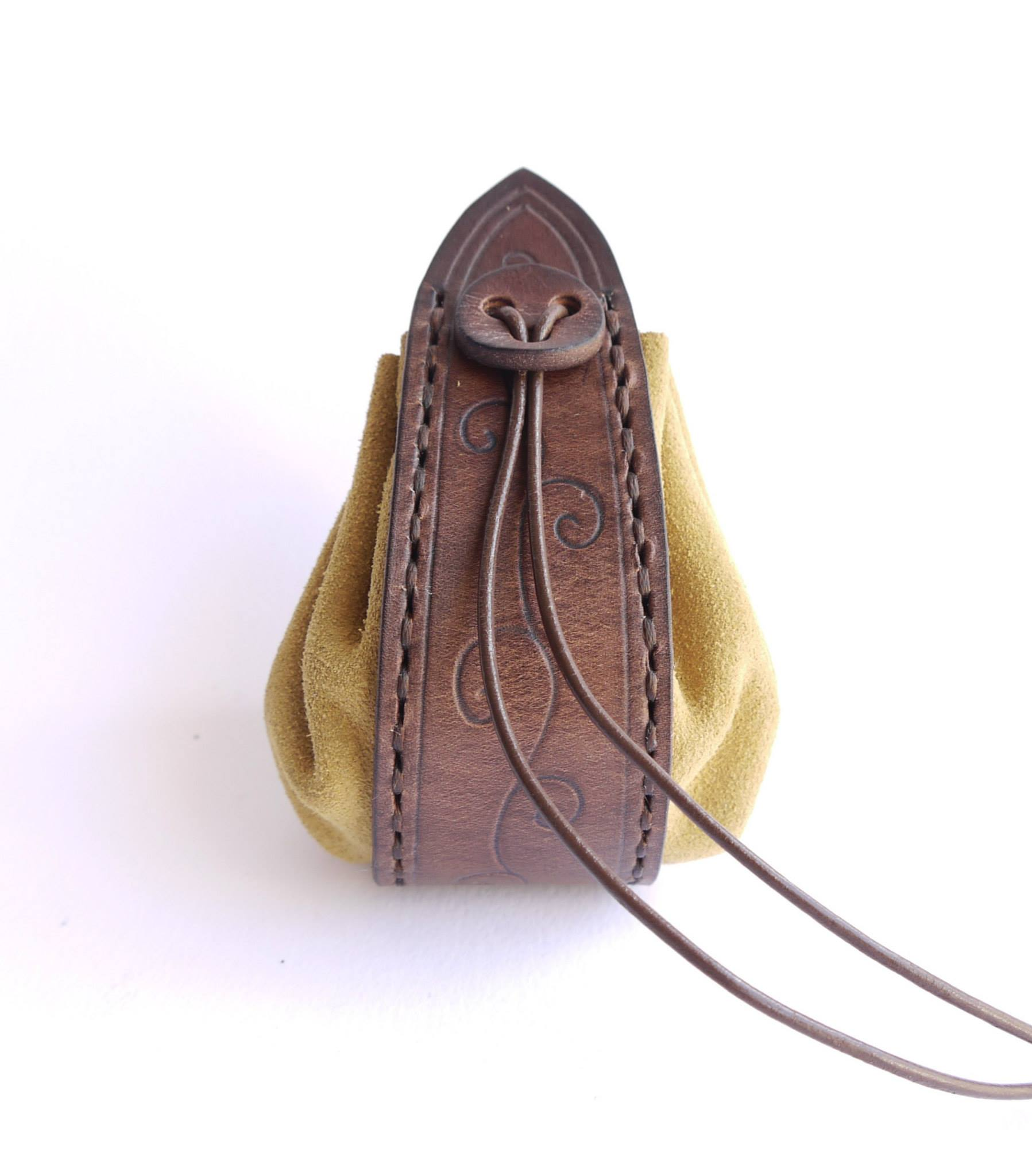L Atelier de Maître Hobbit (Artisanat de cuir)   PortDragon.fr 9bf6753727d