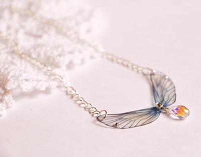collier-avec-des-ailes-de-fées