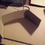 découpez ensuite une bande pour réaliser la crête. Pliez-la aux deux bords pour former un demi-rectangle.
